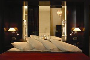 Junior suite with open bathroom - Junior suite avec salle de bain ouverte - Hotel de la Paix Geneve
